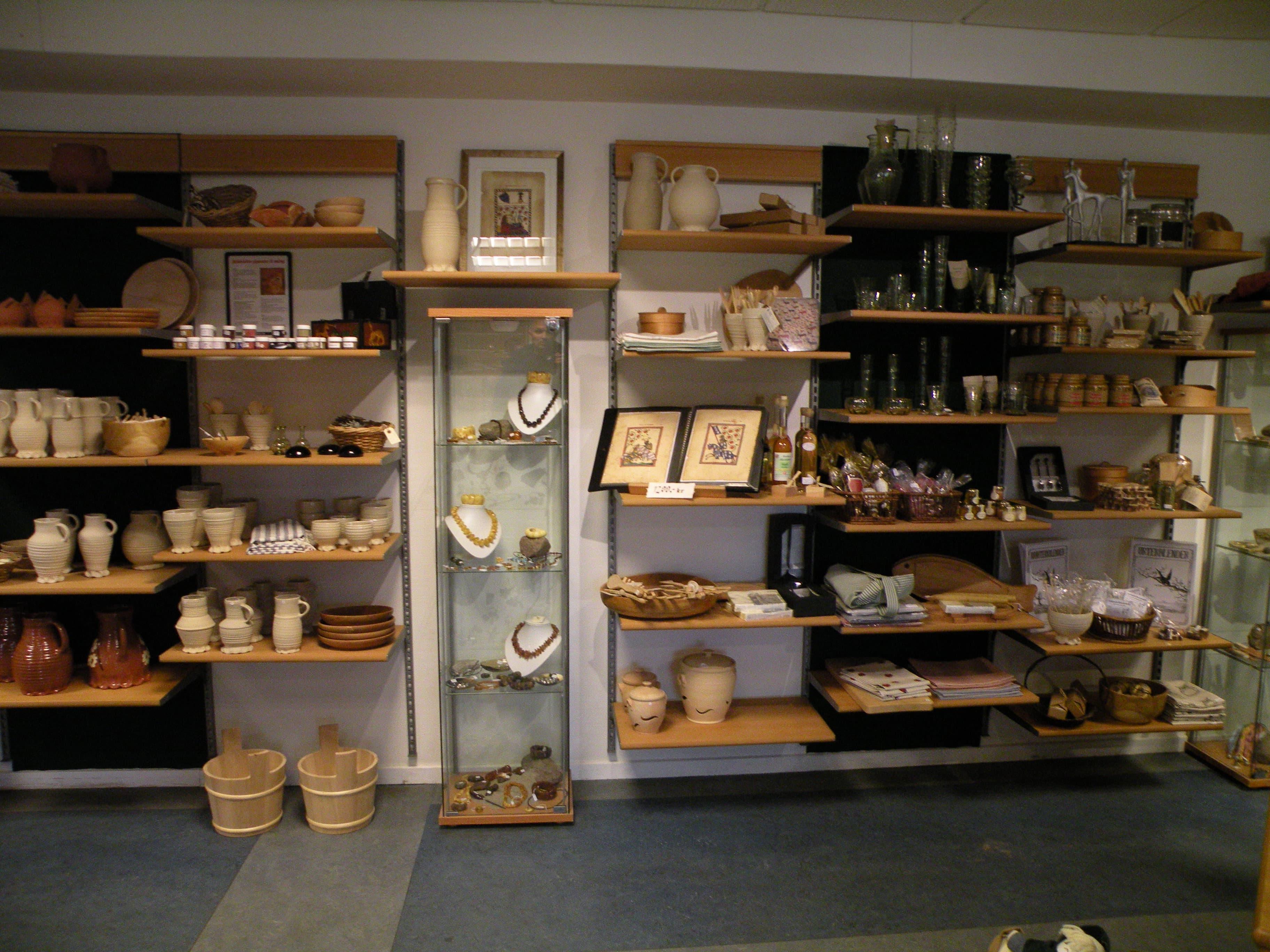 To af mine billede kan nu opleves i middelaldercentrets butik